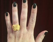 Carved Yellow Bakelite Ring sz 6
