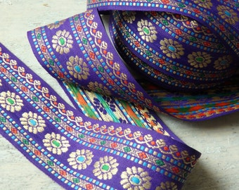 Indian trim in purple with floral pattern in gold - ONE yard, Indian sari border with a floral pattern, 45mm sari trim, purple Indian trim