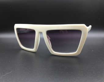 Liz Claiborne White sunglasses with Awesome frame shape violet gradient tinted lenses vintage 1980's