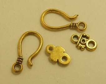 Modern and Classic Gold tone Jewelry toggle 5 sets 5.99