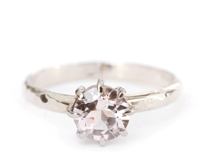 Hammered ring morganite - 18ct grey gold - engagement ring - solitaire - claw setting - alice magnin - white gold