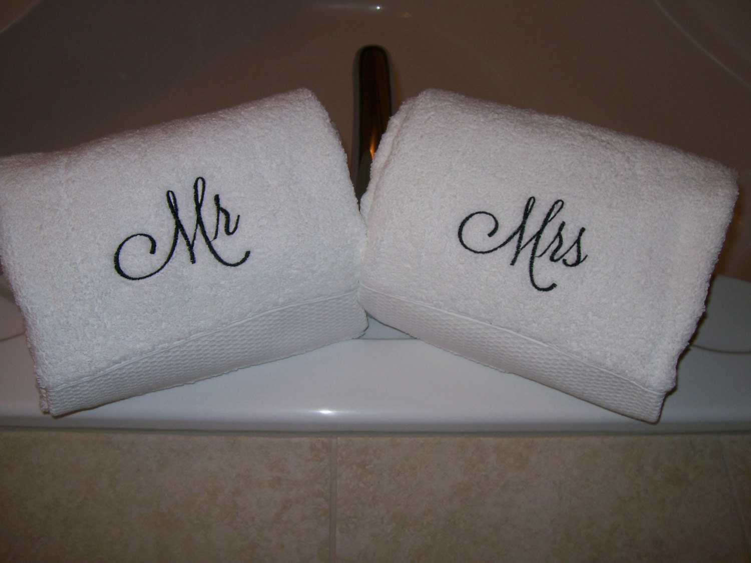 Mr and mrs embroidered luxury bath towels wedding gift for Embroidered towels for wedding gift