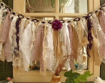 Torn fabric garland etsy for Cantonniere shabby chic
