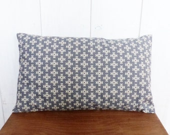Cushion cover 50 x 30 cm grey and off-white geometrical cross linen and cotton