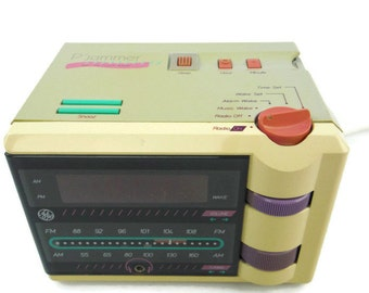 Vintage 80s GE General Electric P'Jammer AM / FM retro modern digital clock radio with earphone storage