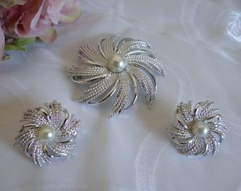 Vintage Mid Century Sarah Coventry Silver Sunburst Brooch and Clip Earrings Demi-Parure Set - Gorgeous