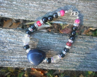 HUGE DISCOUNT - A lovely Dumortierite gemstone bracelet with black obisbian and pink jasper