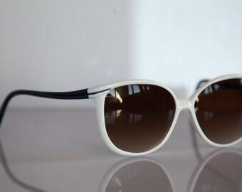 Vintage White Frame, Blue temples, Gradient Brown Lenses