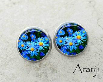 Glass dome blue daisy earrings, daisy earrings, blue daisy stud earrings, blue daisy photo earrings, daisy post earrings, daisy PL131E