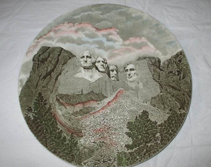 """10.75"""" Johnson Bros MT RUSHMORE Decorative Plate, Green with Color Highlights (ca late 1950s-1960s)"""