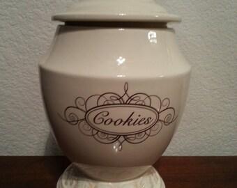 Cookie Jar with Leaf Pattern