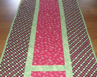 Christmas Quilted Table Runner, Green Red Holiday Table Runner, Christmas Decor, Green Red Christmas Table Runner, Quiltsy Handmade