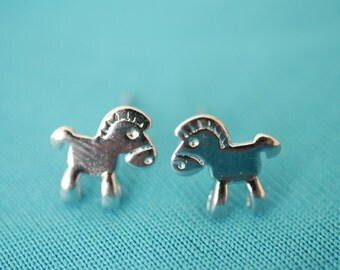 Horse earring studs
