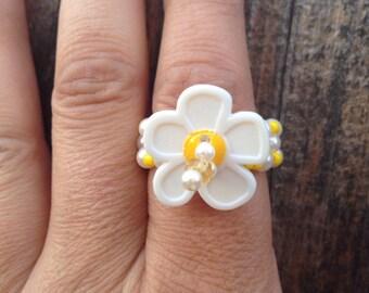 Happy little white daisy ring