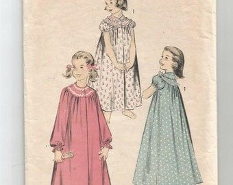 7876 Advance Sewing Pattern Toddler Girls Nightgown Size 2 Vintage 1960s Childs