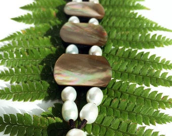 White Freshwater pearls on leather - women bracelet pearls and leather