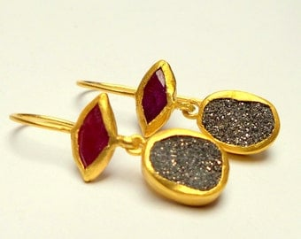 Amazing Earrings -  Ruby Earrings - Gold Earrings - 24 K Solid Gold Earrings - Free Shipping!!!
