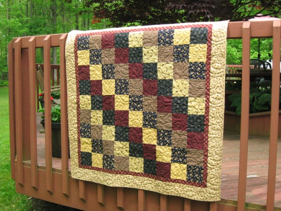 Quilt, Lap Quilt, Quilted Throw, Quilted Wall Hanging, Patchwork Quilt, 42 x 42, machine quilted, country primitive colors