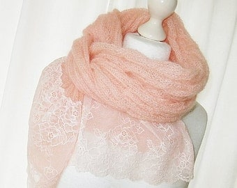 Kid mohair in salmon Rosa apricot Rosè with cable pattern and lace knitting scarf