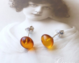 Vintage Ear Studs Earrings Sterling 925 silver and Amber pearl drop