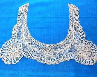 Antique lace collar, handmade.