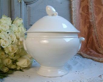 Antique Paris porcelain soup tureen with cover. Boule de neige shape Parisian porcelain tureen. Romantic decor. French shabby chic tureen