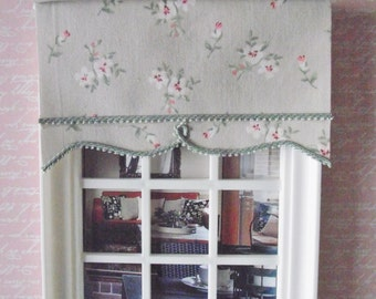 1:12 Miniature doll house 12th scale Roller blind   pale beige and green small floral pattern