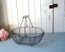 Vintage Style Wire Egg Basket, Rustic Egg Basket with Handles, Rustic Farmhouse Metal Basket, Wire Basket, Shabby Chic, Cottage Fruit Basket