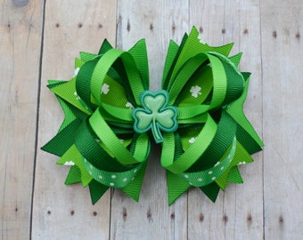 St Patricks Day bow, St pattys day boutique bow, clover hair clip, Shamrock bow