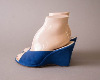 vintage 1940s shoes / 40s blue wedge heels / size 7 /