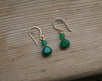 Green earrings // green jade earrings// green agate earrings// green // earrings in green