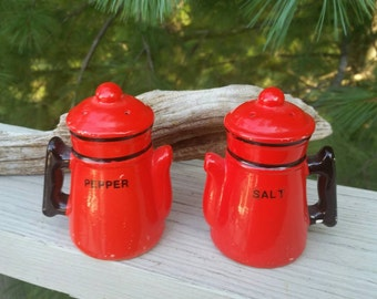 Retro Red & Black Coffee Pot Salt  Pepper Shakers Made in Japan