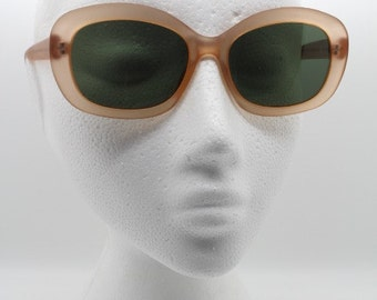 Original 90s sunglasses. NOS vintage frosted peach 60s style frame with green lenses. BNWOT. Lunettes, Sonnenbrille. Y2K. 00's. 2000's.