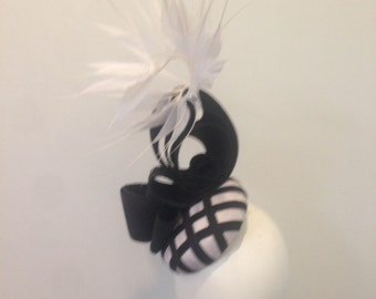 Fascinator headpiece race day hat derby kentucky Melbourne Cup Ascot Feathers Black and white modern wedding
