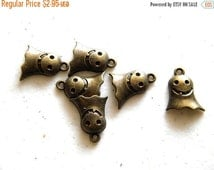 SALE 6 Bronze Ghost Charms - 16mm - Halloween Charm