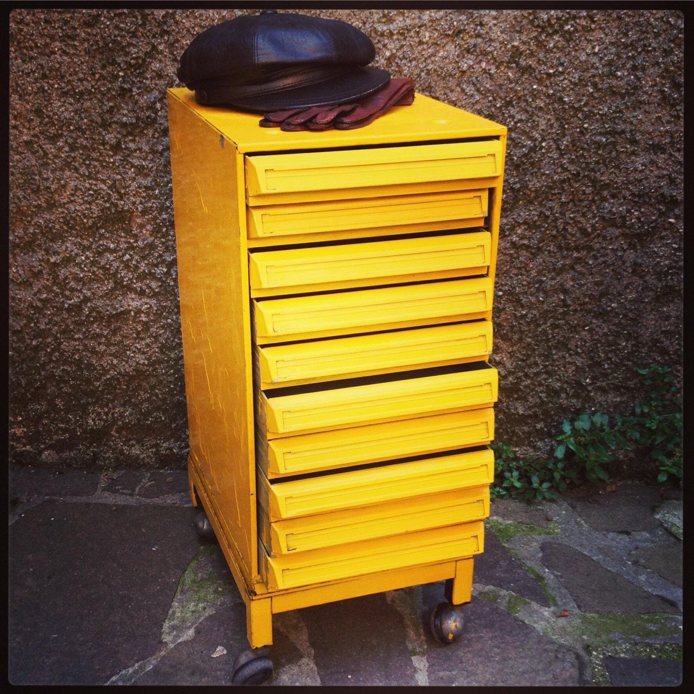 Cassettiera industriale con rotelle haute juice for Cassettiera industriale vintage