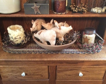 Primitive homespun pig bowl filler