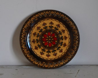 Vintage wooden wallplate with floral design