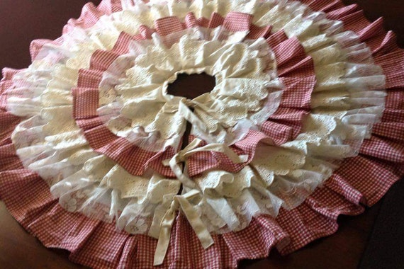 Farmhouse Country Christmas Tree Skirt Sweet Red & White