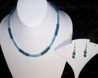 A Lovely Two Tone Aquamarine Necklace, Bracelet and Earrings. (201679)