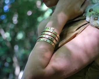 Pierced brass bracelet in 6 rounds: handmade.