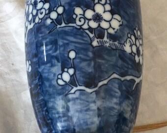 Chinese Vintage Porcelain Handmade Pattern Lamp