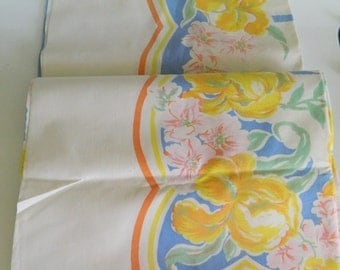 Mid Century Tablecloth / Spring Tablecloth / Easter Tablecloth / Scallop  Border Tablecloth