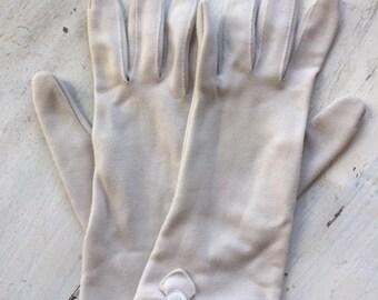 Vintage Women's Cream Colored Gloves-Size 6-7.5-Nylon-Fownes Embraceable-Dress Gloves-Formal Gloves-Vintage Accessories-Decorative Detail