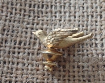 Vintage goldtone sparrow pin, cute and tiny, free shipping