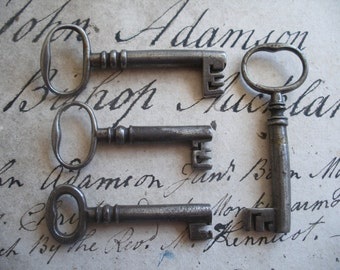 4 antique keys for crafts, decor etc