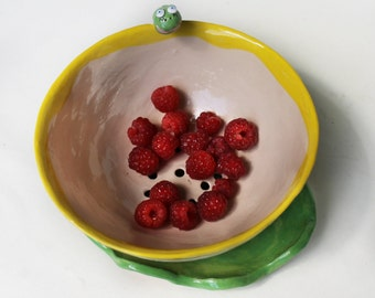 Green Caterpillar Berry bowl colander and plate set, hand painted pottery colander, fruit bowl, childrens berry bowl