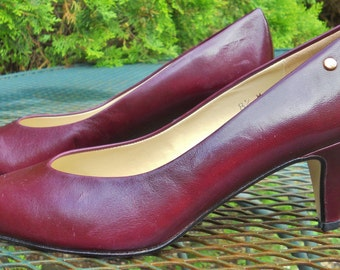 Vintage Designer Etienne Aigner Burgundy Leather Pumps Made In Spain Initial Logo Heels Womens Shoes 8.5 M