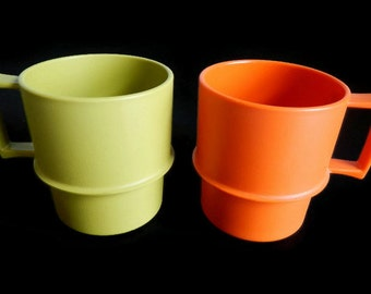 Vintage Pair of Tupperware Mugs - avocado green, orange, 1970s, #1312 - coffee, lunchbox, travel mug,stackable,plastic, reheat,retro,harvest