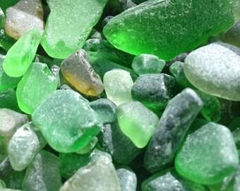 "50 pieces of genuine sea glass ""green shades"". bulk sale, mosaic, small pieces 0.3- 1.5 cm"